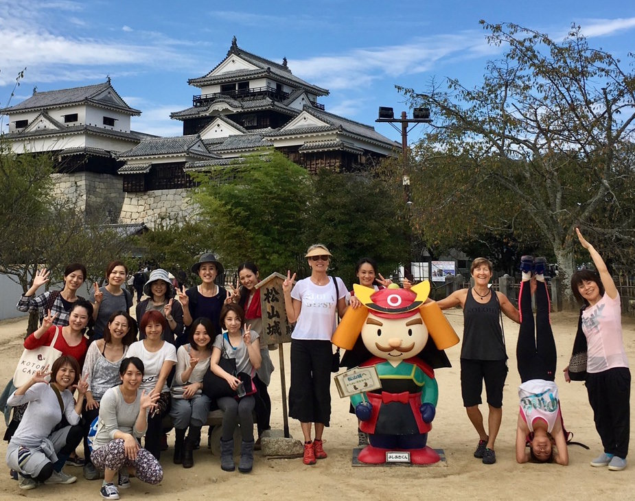ru-and-tania-in-japan with students